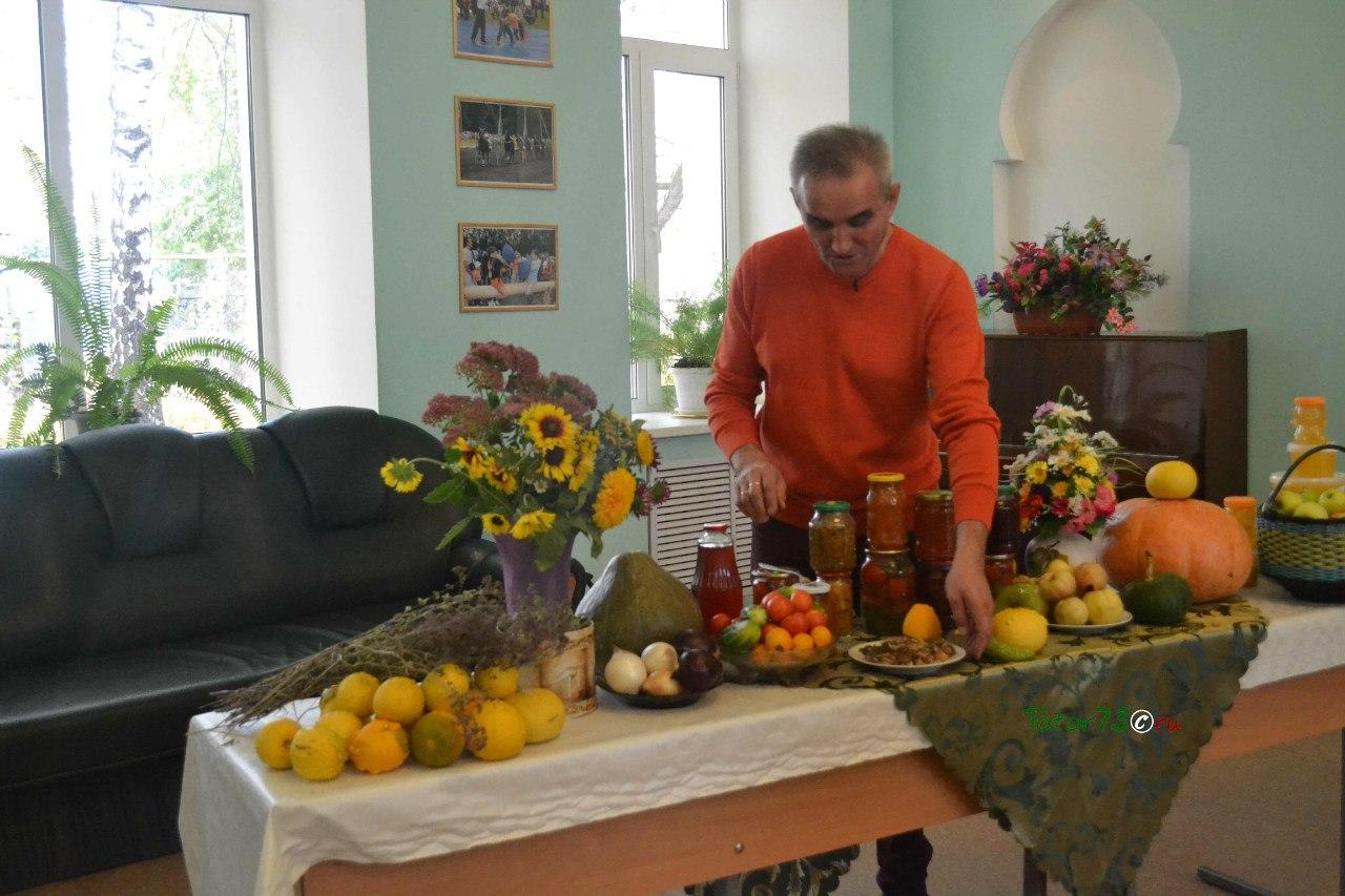 Рамис Сафин в фрагменте репортажа о празднике урожая